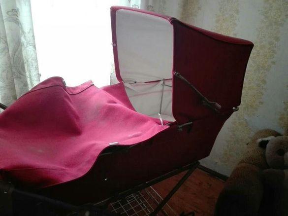 Ретро бебешка количка