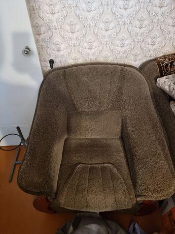 Продам диван - книжку, +1 кресло