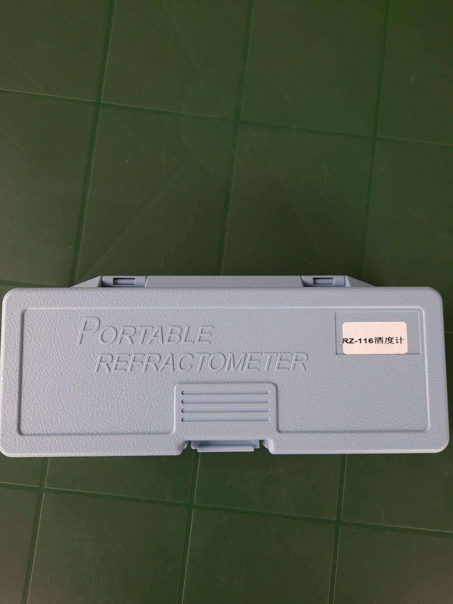 Refractometru portabil