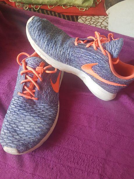 Adidasi Nike 42cm