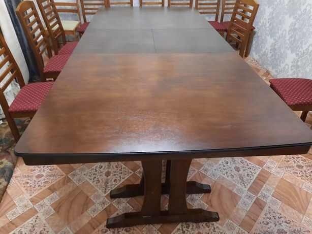 Продаю стол для гостиной комнаты