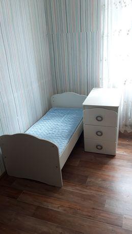 Кровать детская и тумбочка