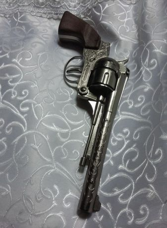 Jucarie veche metalica,Pistol cu butoias de jucarie vintage,metalica
