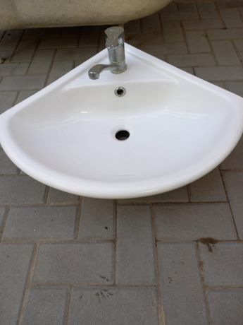 Мойка угловая для ванной комнаты