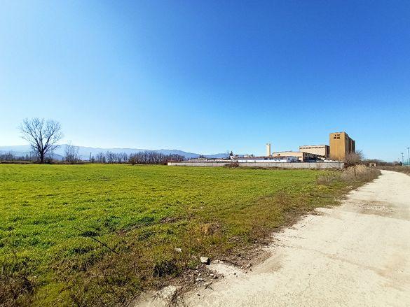 Продавам земя четири декара и шестстотин град Пазарджик.
