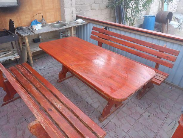 Продам набор стол и две скамейки.