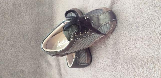 Vând pantofi piele mărimea 25