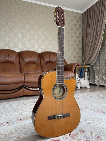 Продам гитару классическую YAMAHA C40C Струны: нейлоновые Цена:26000