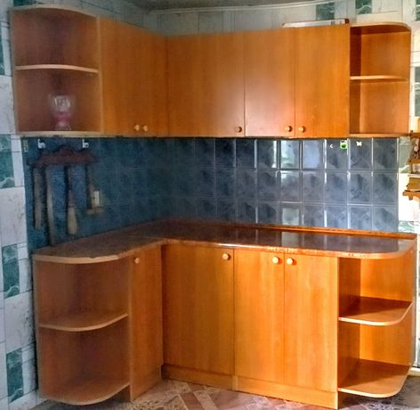 Продам кухонный гарнитур. Цена договорная. В отличном состоянии.