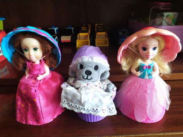 Кукли в чашка и мече мъфин