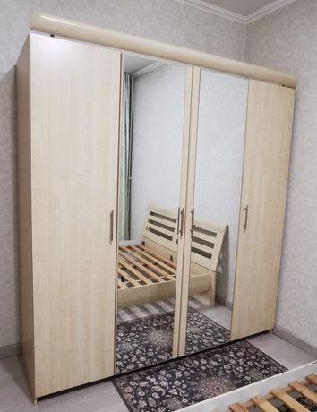 Продам большой шкаф