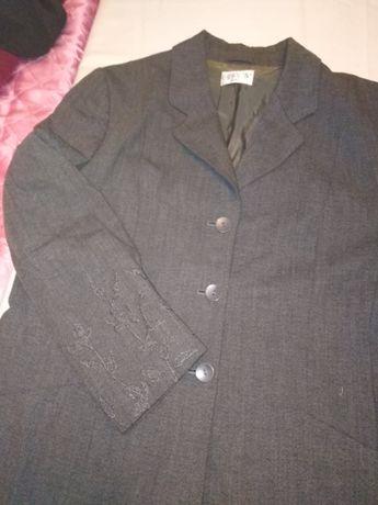 Ново сиво сако с красива бродерия на ръкавите