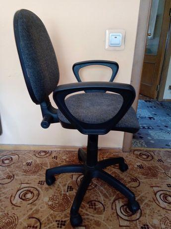 Офисное/компьютерное серое кресло