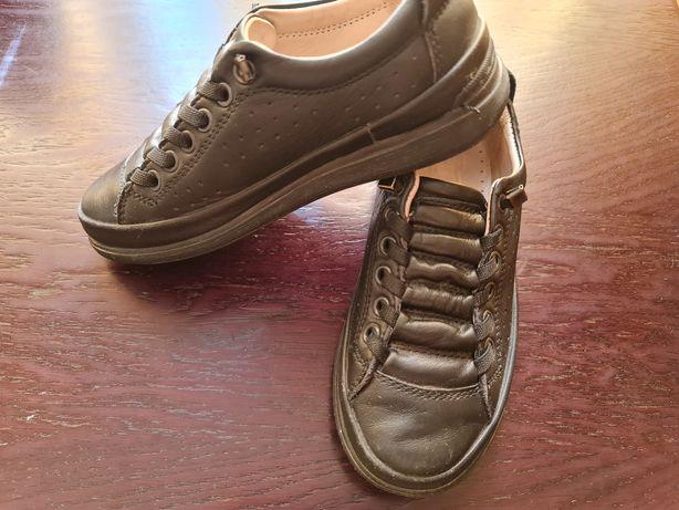 Продам туфли детские р 28