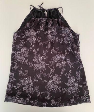 Черен топ DiKa на цветя