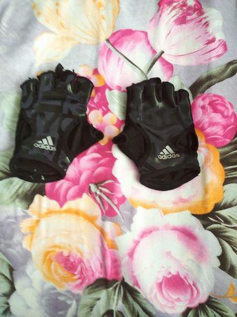 Перчатки для занятия спортом. Адидас.