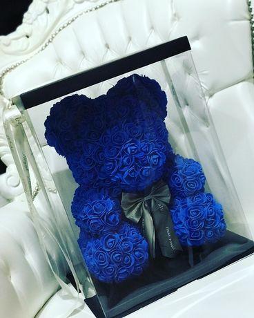 Figurina ursulet din trandafiri de spuma in cutie de 40 cm 170 lei