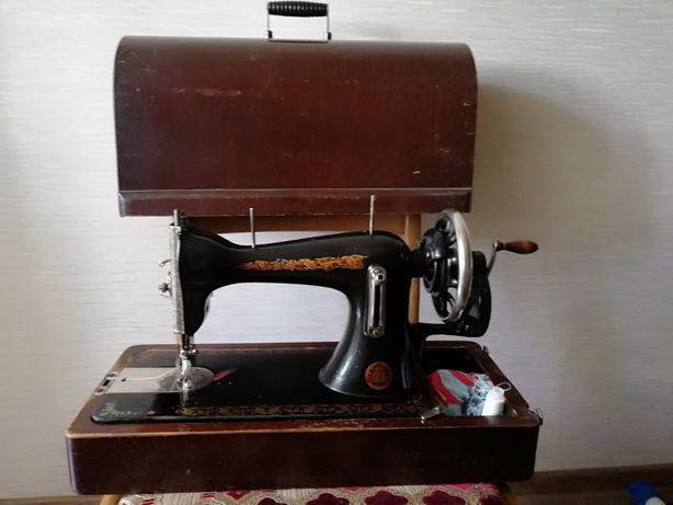 Отличная швейная машинка !