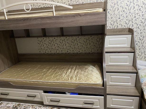 Кровать из массивного дуба