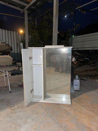 Продам полку для ванной с зеркалом с подсветкой