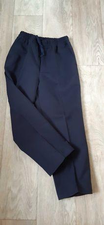 Школьные брюки для второклассника
