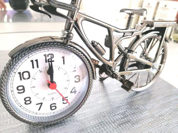 Ceas cu cadru in forma de bicicleta decorativa