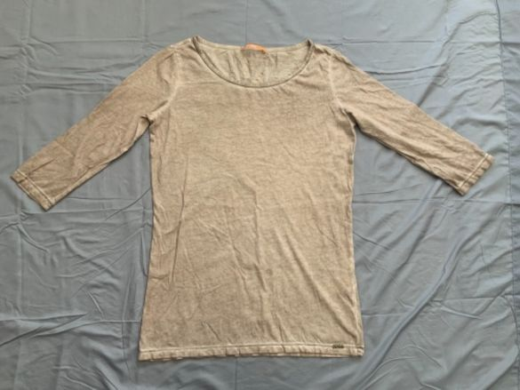 Hugo Boss-оригинална блуза ,40 м