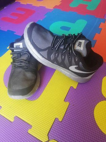 Vând adidași Nike originali, mărimea 35,5 interior 22,5 cm