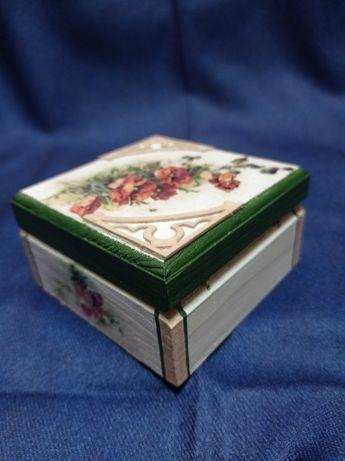 Кутия с цветя - ръчна изработка