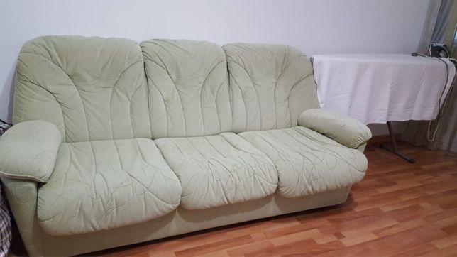 Продаю срочно диван