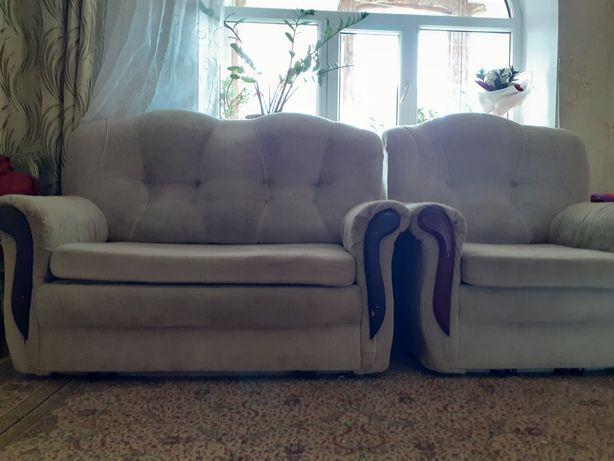 Срочно продам диван с креслом. Не дорого.