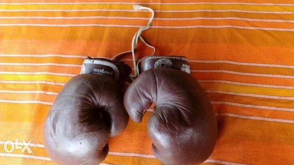 Стари боксови ръкавици
