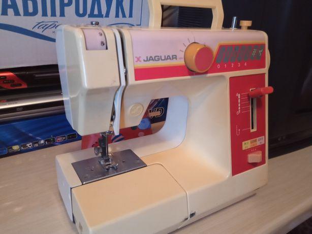 Продается швейная машинка в отличном состоянии