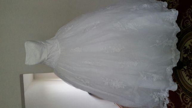 Продается белоснежное свадебное платье
