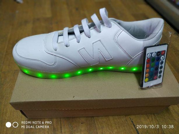 Кросовки светящиеся с зарядкой и без