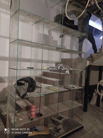 Витрина стеклянная для бутика или магазина