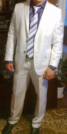 Бял костюм Theodora Casual