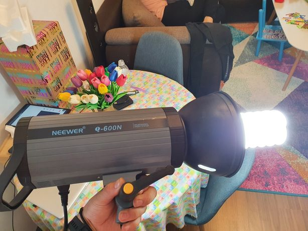 Lampa studio Neewer 600W GN82 ,declanșator wireless 2.4G montaj Bowens