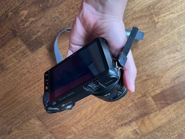 Vând cameră mirrorless Samsung NX2000