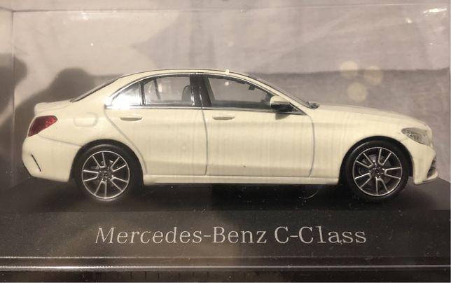 Модель Mercedes-Benz C-Class w205 AMG Line 1:43 Diamond White