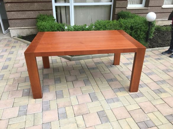 Продавам луксозна трапезна маса