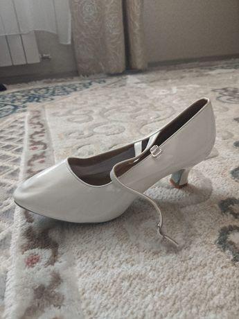 Продам туфли и одежду для занятий спортивно-бальными танцами