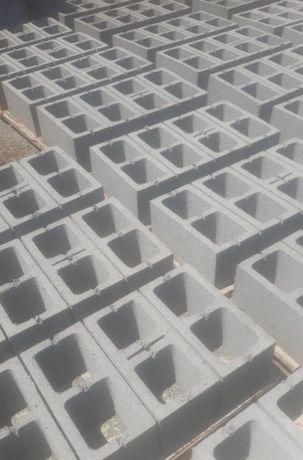 Сплитерный блок и тротуарный плитка