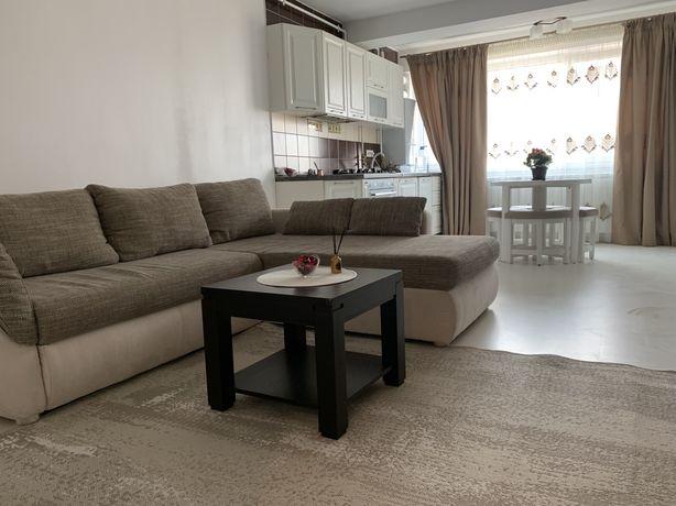 Inchiriez apartament cu 3 camere cu loc parcare subteran Zona Vivo