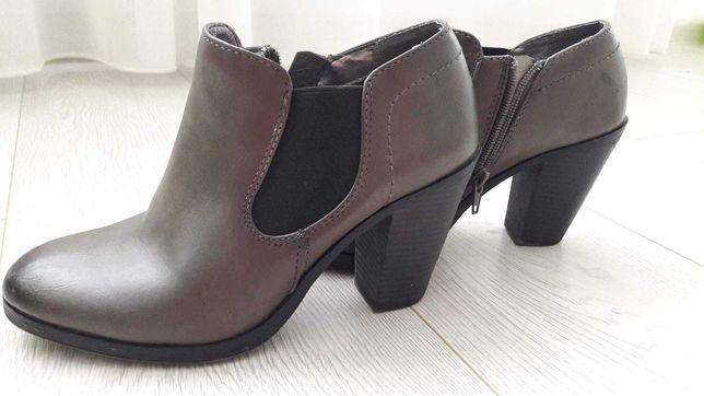 Vand pantofi cu toc Graceland ,marimea 36