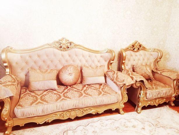 """Продам королевский диван """"Фараон"""" с кресло. Цвет золотистый."""