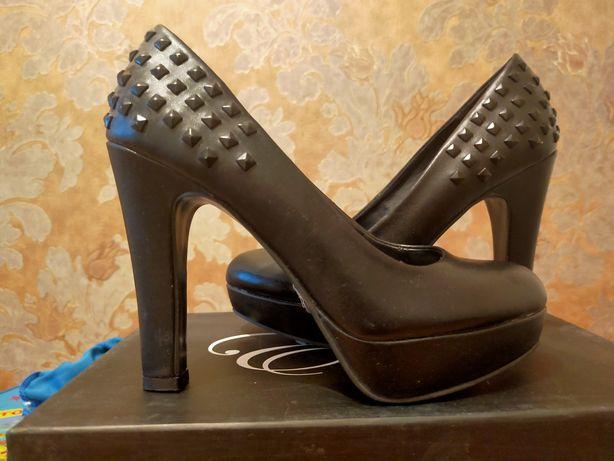Черные туфли Spring