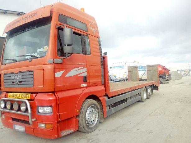 Prestari servicii de transport cu camion pentru utilaje