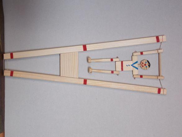 Дървена играчка - гимнастик, футболист, маймунка