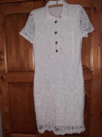 Rochie albă din dantelă croșetată